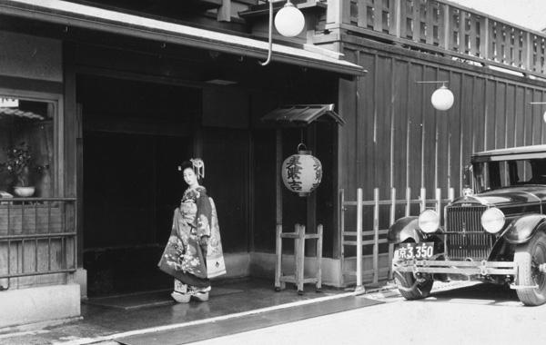 美濃吉本店の玄関